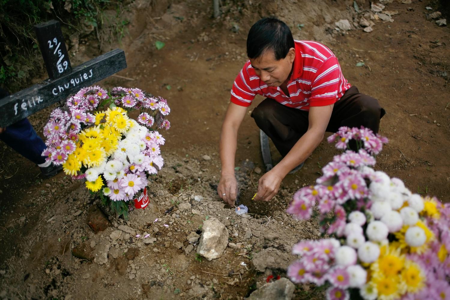 Art and Documentary Photography - Loading Muertos_Guatemala06.JPG