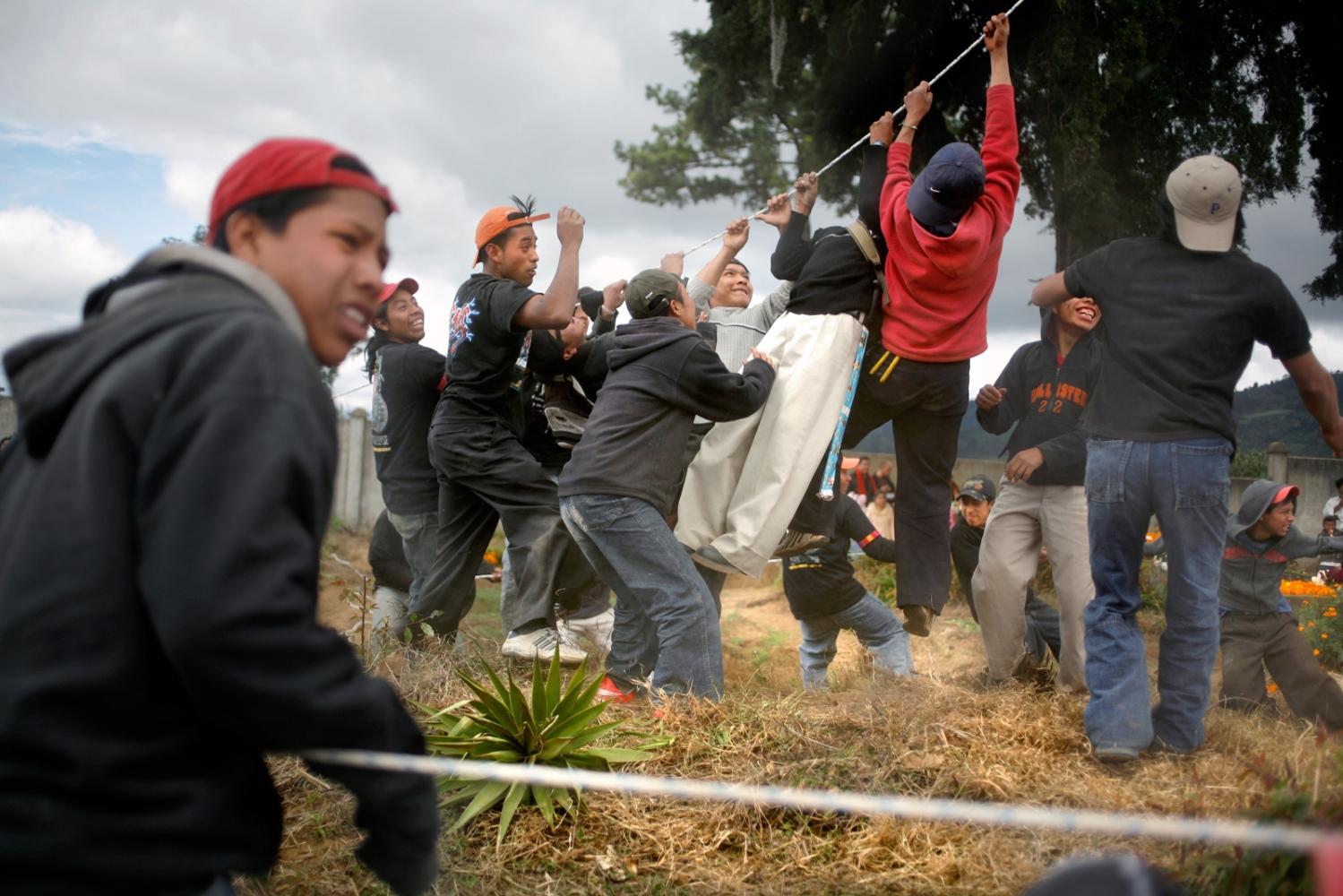Art and Documentary Photography - Loading Muertos_Guatemala13.JPG
