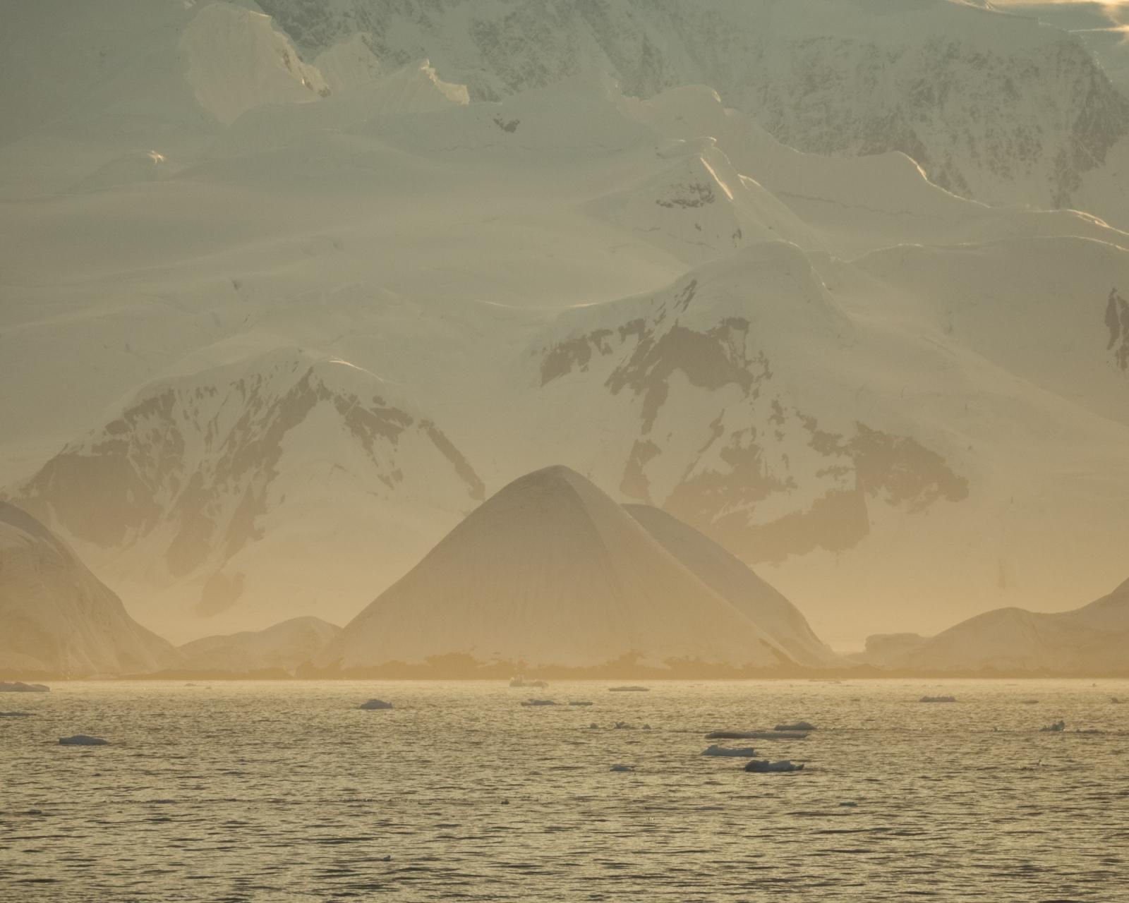 Art and Documentary Photography - Loading 0_Antarctica_UPLOAD_acaciajohnson_27.jpg