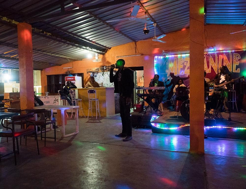 Art and Documentary Photography - Loading Ouaga_la_nuit_07.jpg