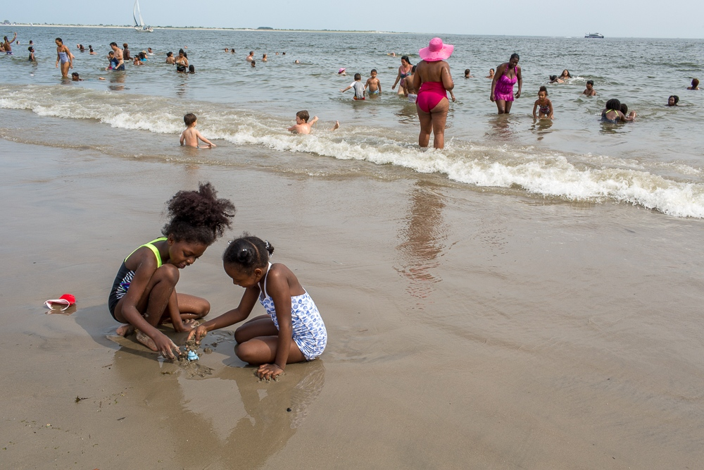 Art and Documentary Photography - Loading Brighton_Beach_2017-11.jpg
