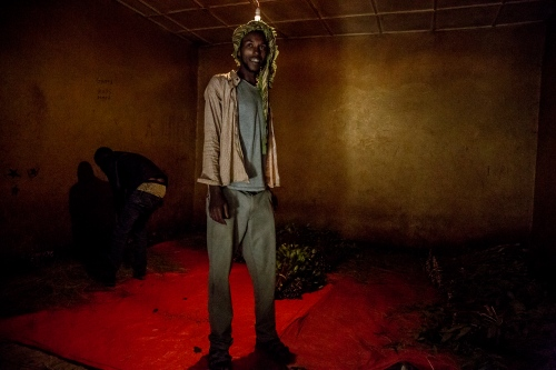 Khat dealer in one of the warehouses, where the produce is sorted and resold. With recent clashes between the neighbouring Oromia and Somali tribes, khat warehouses were closed in the first weeks of November 2017, and the trade is only picking up slowly.