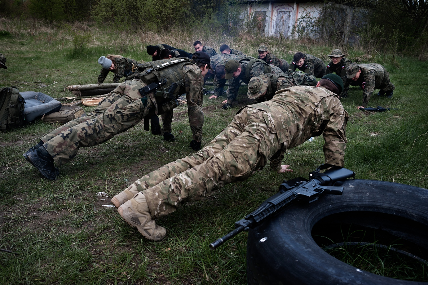 """Practical part of the activities carried out within the framework of """"Military Profile Classes"""". Theactivities are carried out by a private paramilitary organization under the responsibility of the school."""