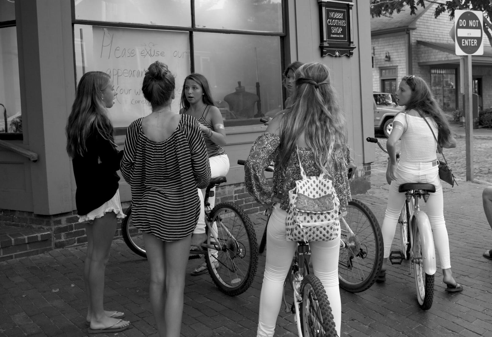Art and Documentary Photography - Loading Nantucket_girlz_small.jpg