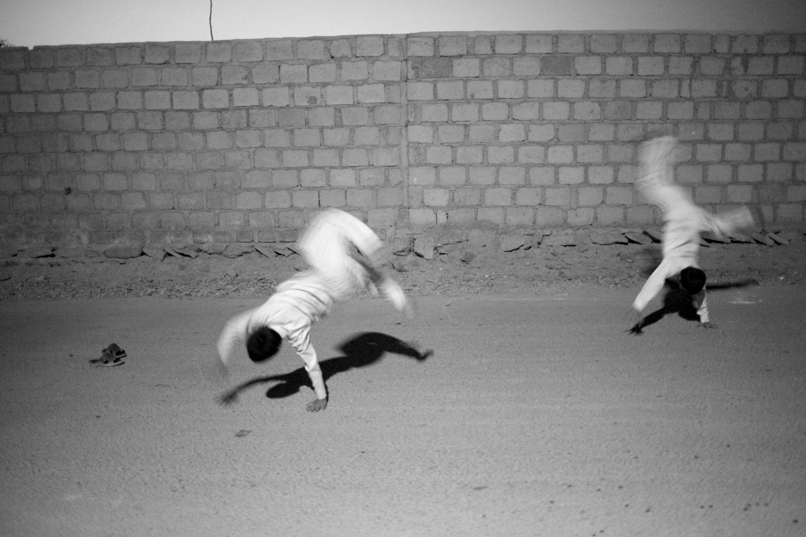 Art and Documentary Photography - Loading 106.JPG