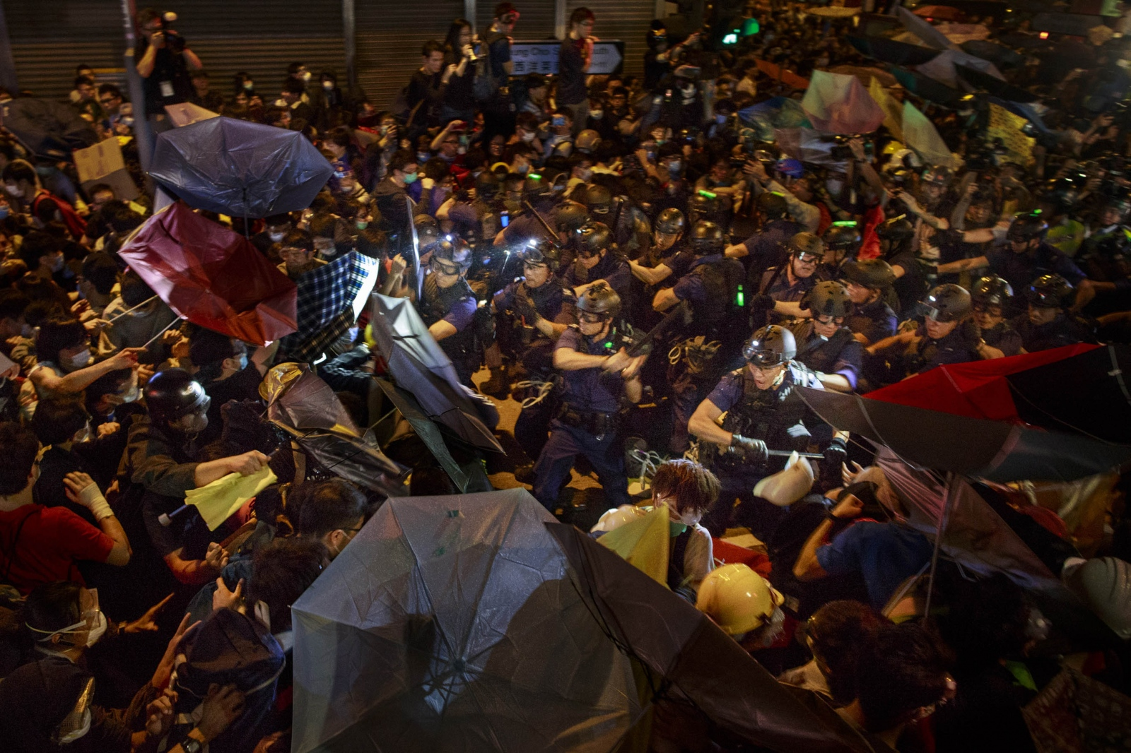 Protesters clash with the police during a night of confrontation in the Mong Kok district of Hong Kong, on November 25, 2014.