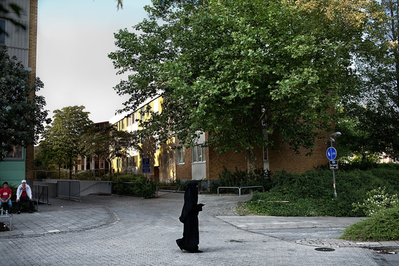 A woman wearing a burka walks through Rosengärd. In 2006 Malmo took in more Iraqis seeking asylum than Germany, Spain, France and Italy combined. It is reported that 5,000 refugees a year seek asylum in Malmo, Sweden's third largest city after Stockholm and Gothenburg, though it only supposed to take in 1,500. 80 percent of the Rosengård population speaks Arabic. Rosengärd, 2007.