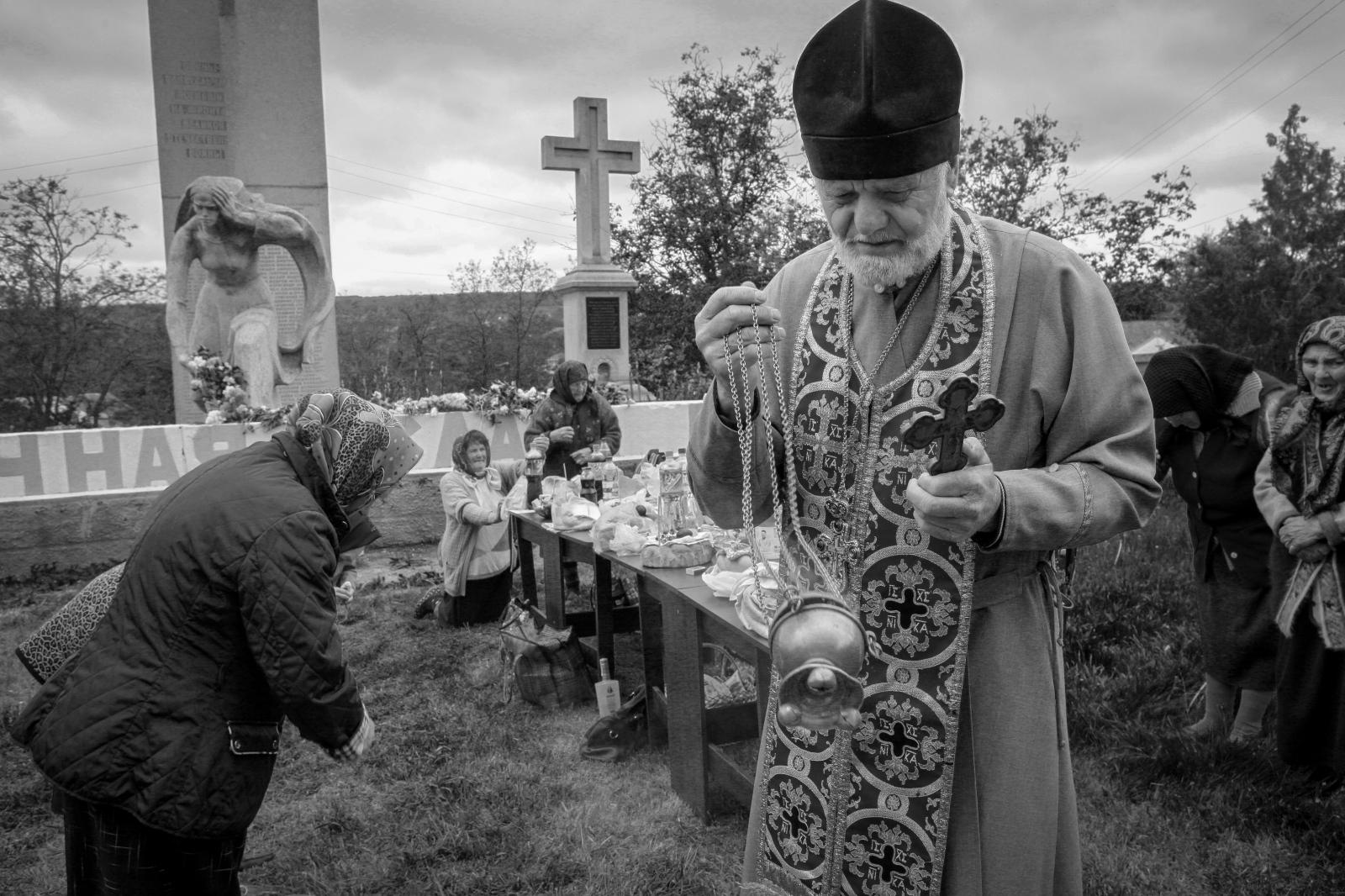 Art and Documentary Photography - Loading bwMary-Estes_Moldova_05-09-2017_0027.JPG
