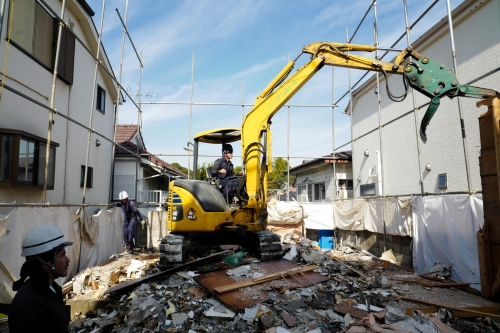 Japan, Tokyo, Warabi, 2017. Japan, Tokyo, Warabi, 2017. Most Kurds on provisional release work illegally for construction and demolition companies. They work without contracts, they are paid in cash as they can't own a bank account, they can be fired without warning, and they don't have national health insurance.
