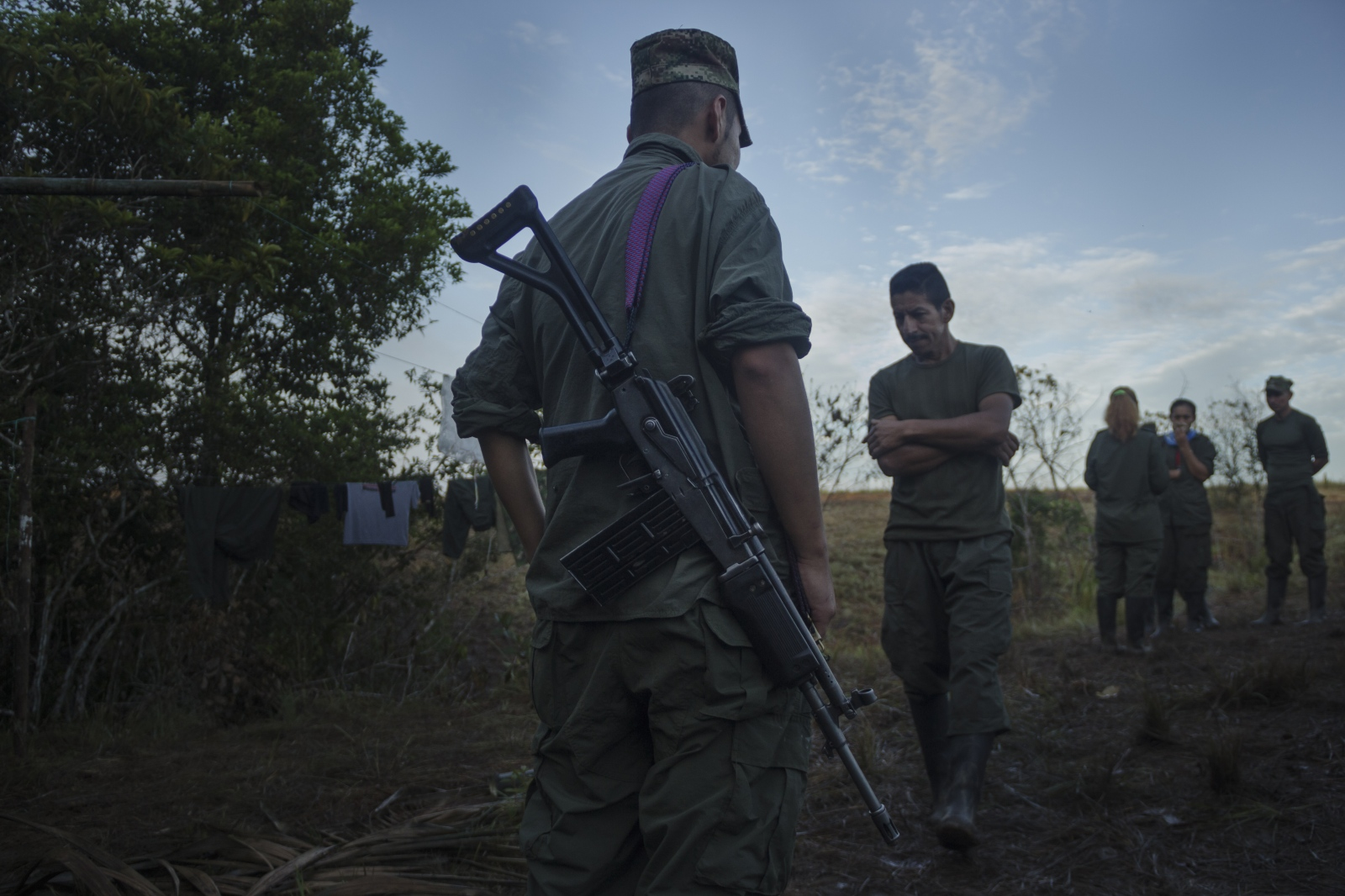 FARC EP guerrillas breaking ranks after their commanders gave notice of their daily work.