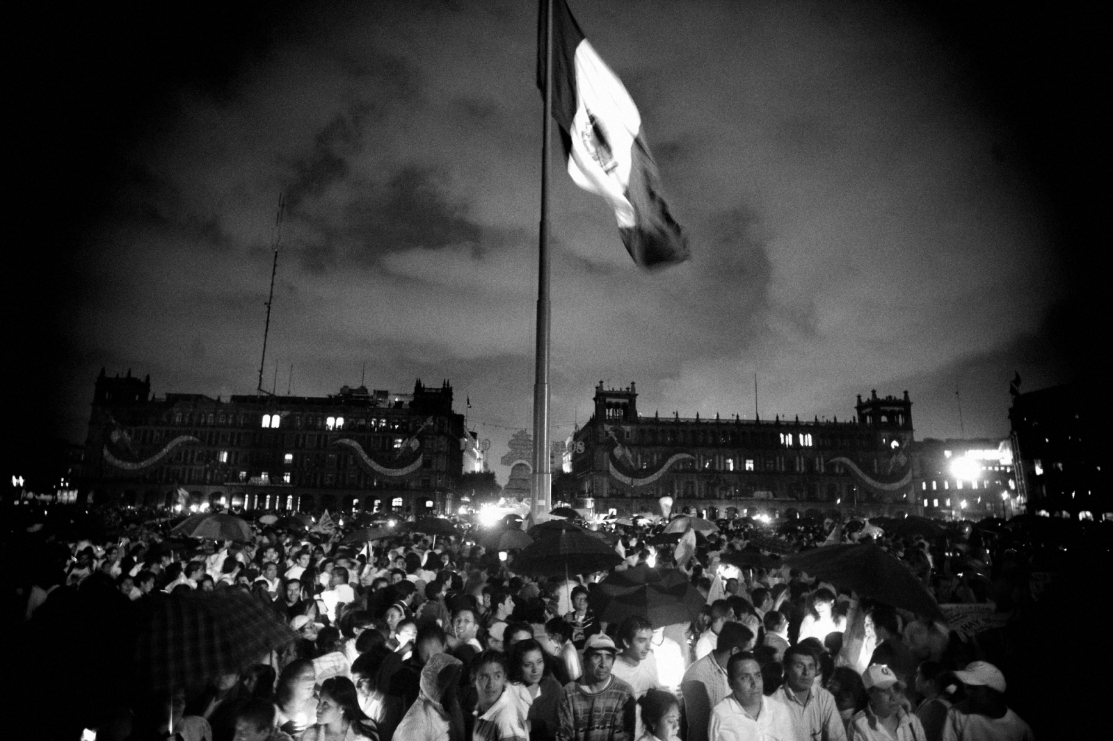 On August 30, 2008, thousands of Mexicans took to the streets across the country in more than 60 cities in protest of the prevailing insecurity that has become rampant across the country. Thousands marched carrying candles to the Zocalo in Mexico City.