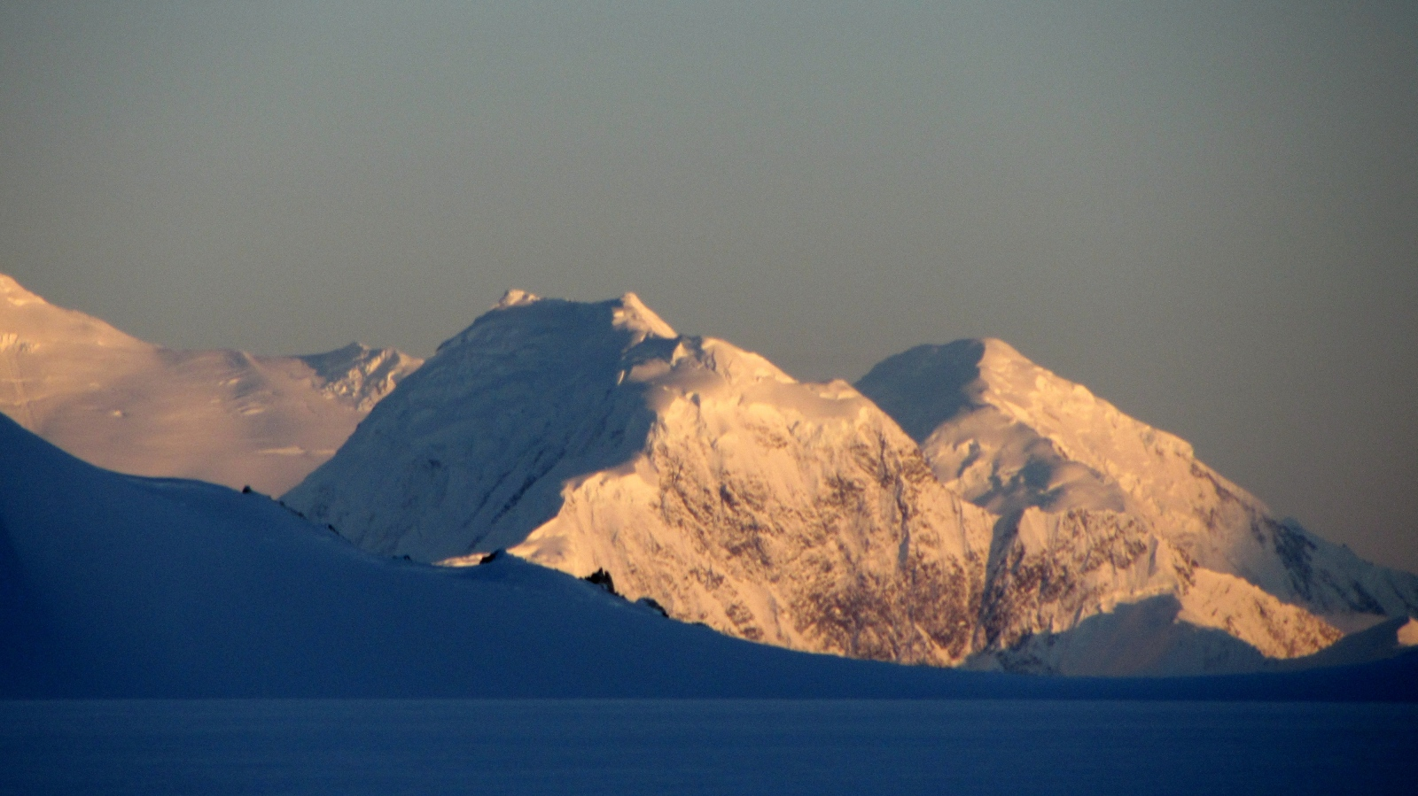Art and Documentary Photography - Loading alpenglow_on_far_mt_-_zoomed.jpg