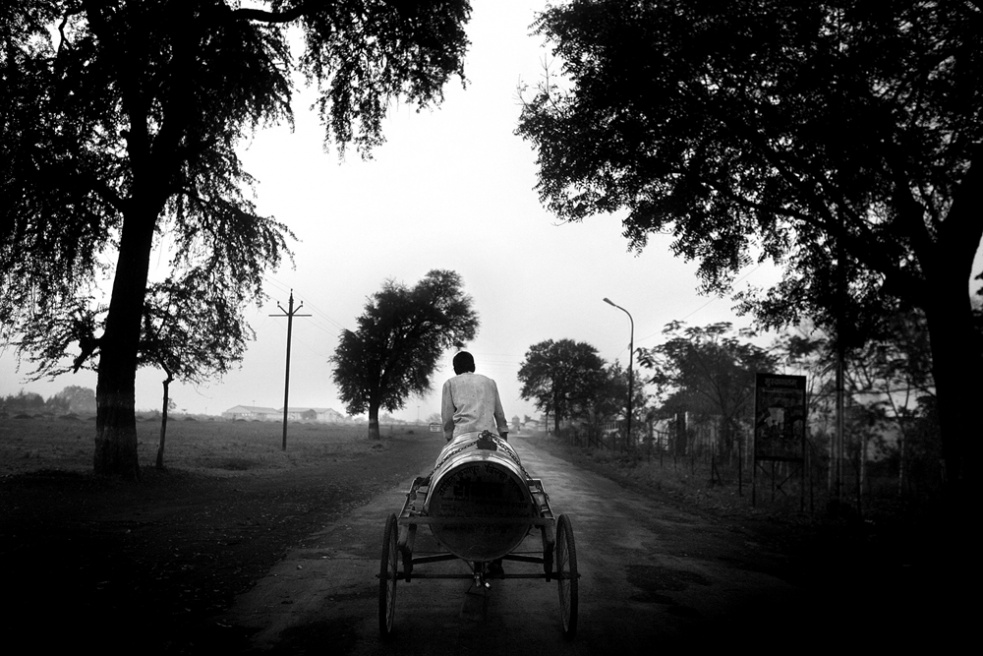 Art and Documentary Photography - Loading india_t.jpg
