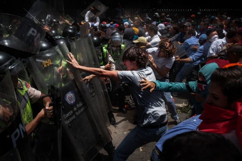 Venezuela's Protest - Photography project by Wilfredo Riera