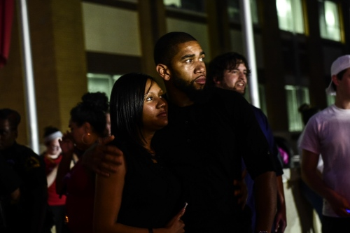 Dallas- Mourners at the site where seven Dallas officers were shot