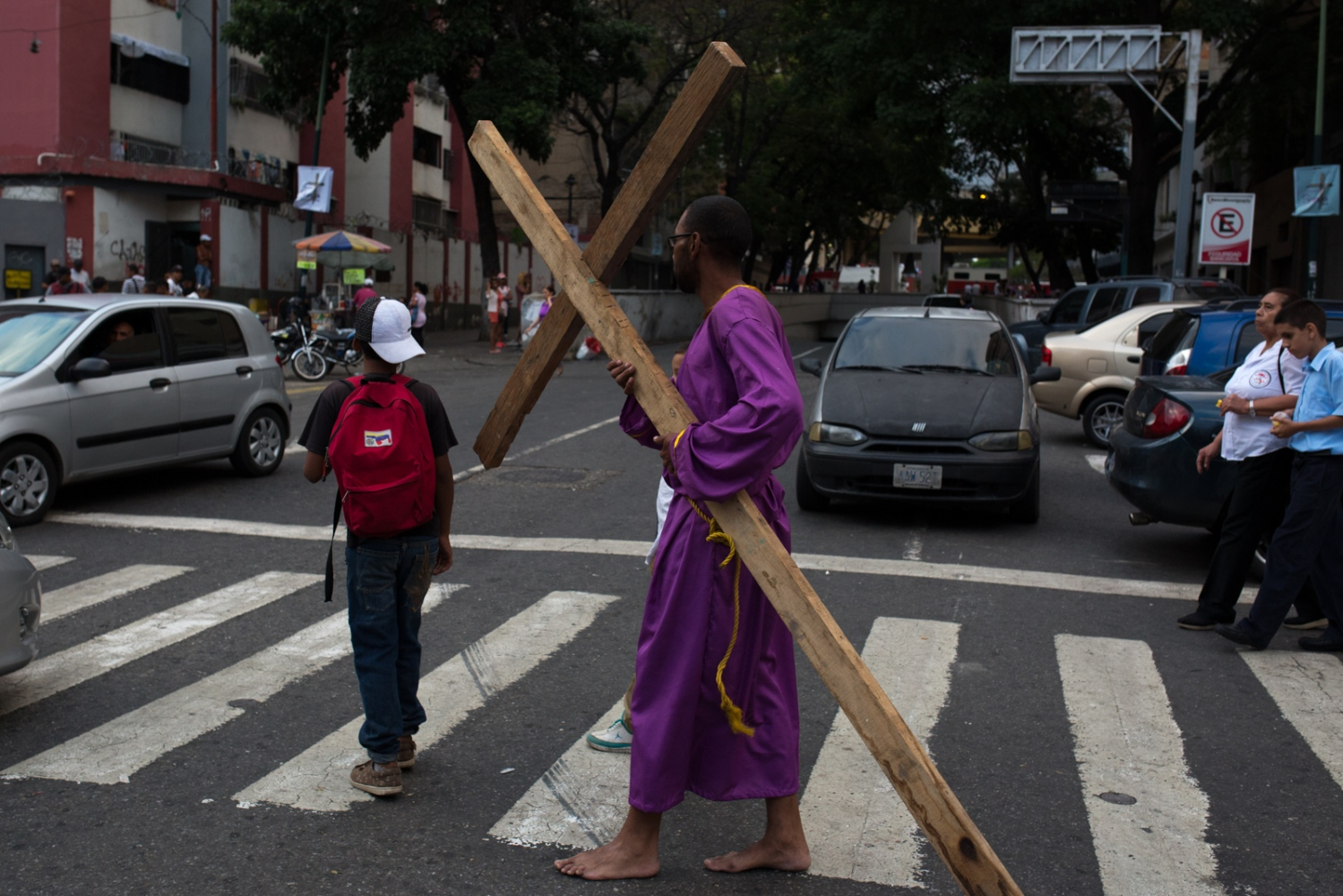 Art and Documentary Photography - Loading 003_HolyWeekVenezuela.jpg