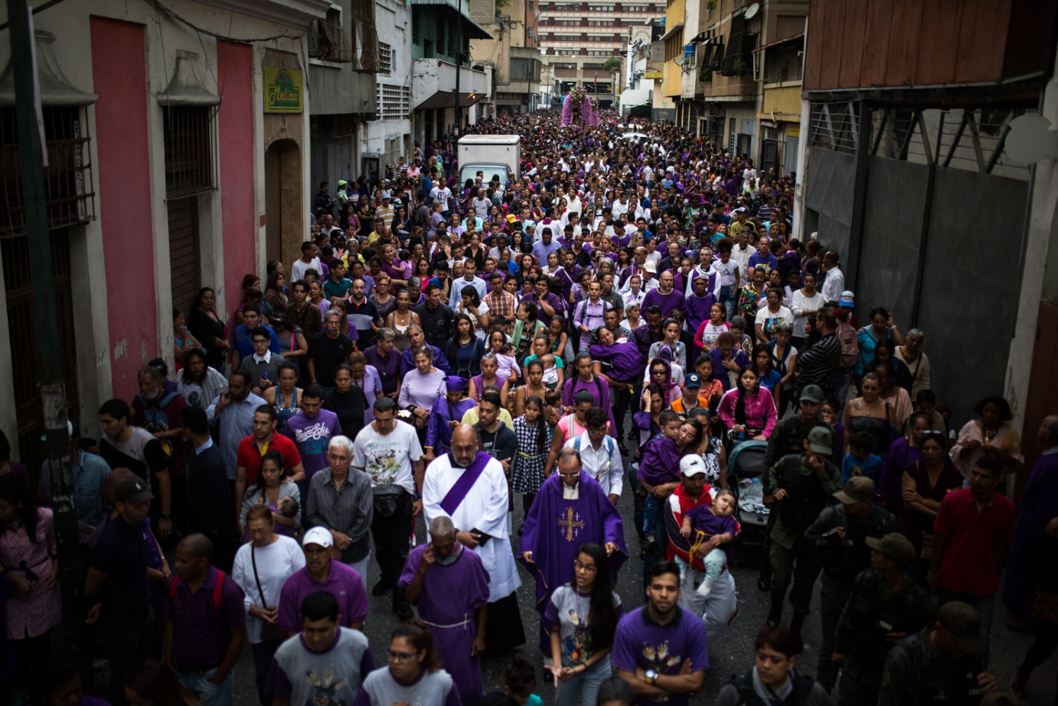 Art and Documentary Photography - Loading 005_HolyWeekVenezuela.jpg