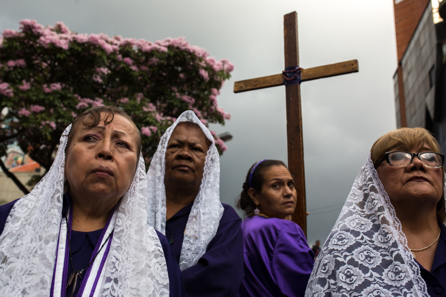 Art and Documentary Photography - Loading 006_HolyWeekVenezuela.jpg