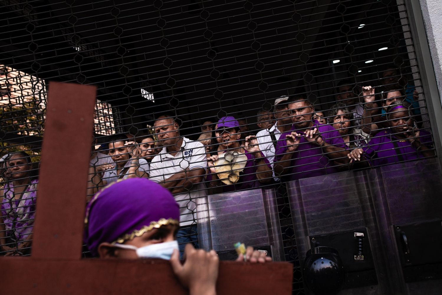 Art and Documentary Photography - Loading 009_HolyWeekVenezuela.jpg