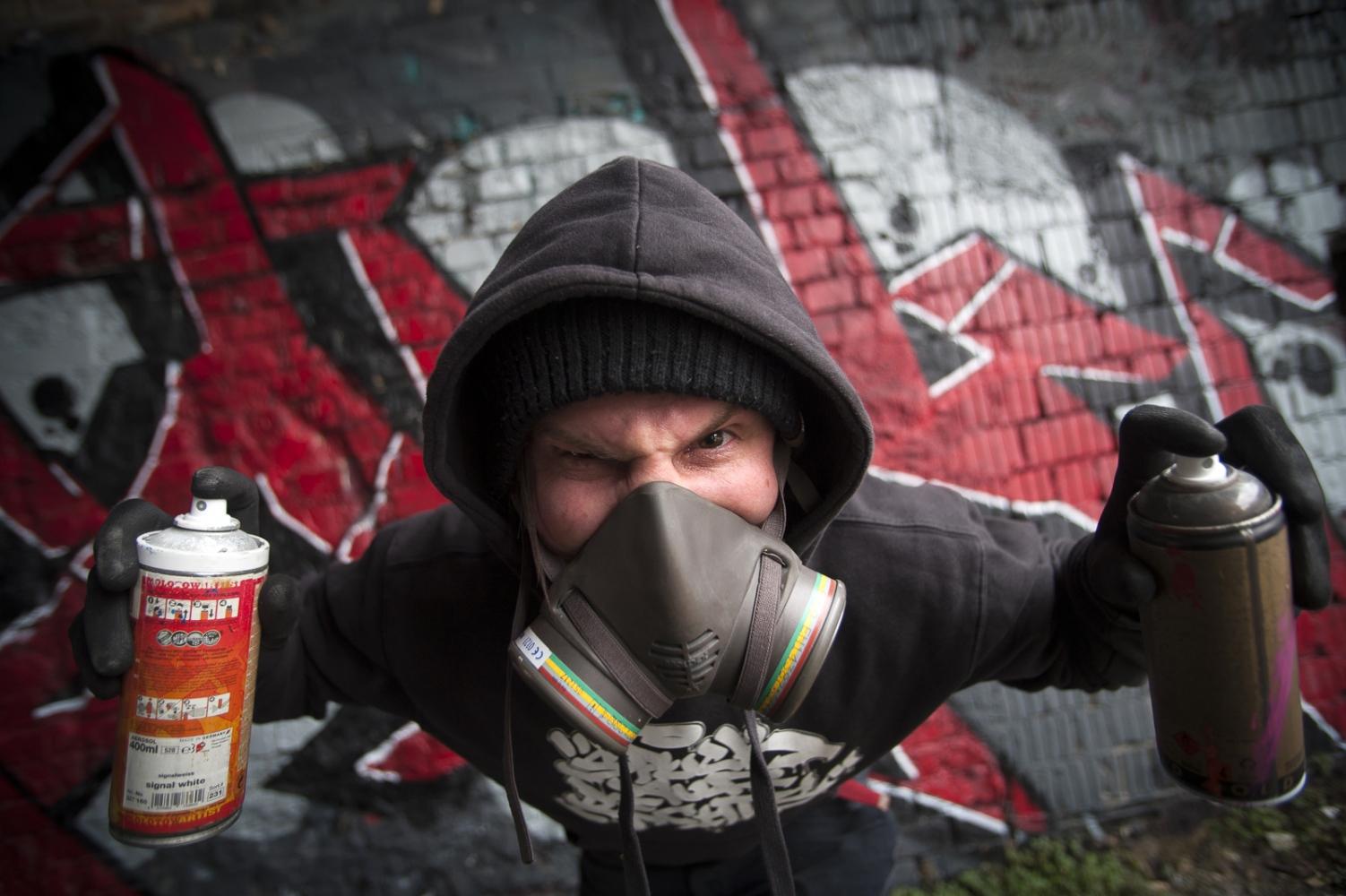 Graffiti Artist Dennis Mandairine in Halle...