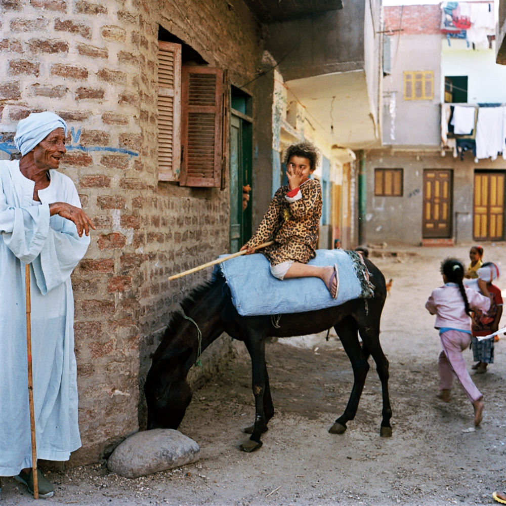 Most residents are farmers who rely on diesel-powered pumps for irrigation and mules to get around. During Akhenaten's time people had to haul drinking water up from the river.
