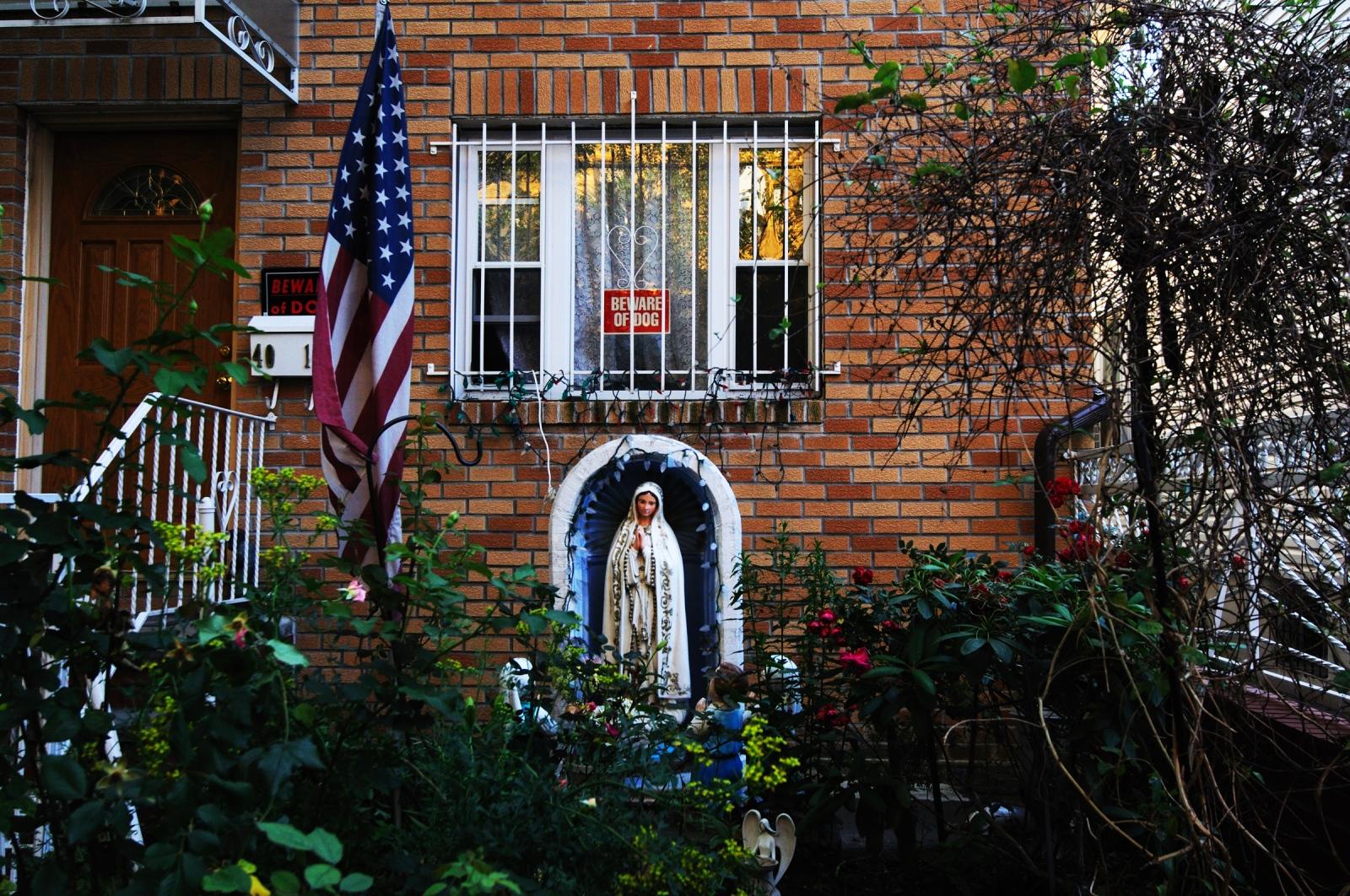 Jackson Heights 's streets spanish neigborhood in Queens.