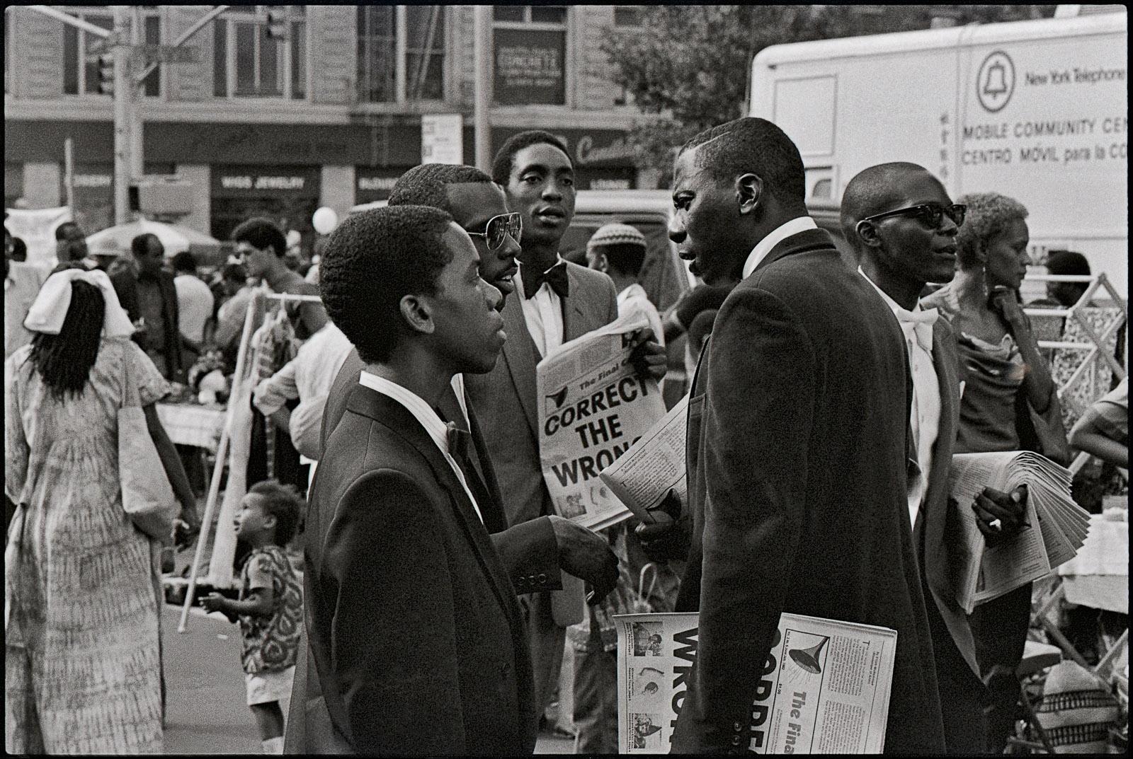 Distributing 'Final call,' Harlem, 125th street