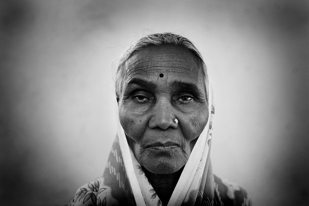 Art and Documentary Photography - Loading india_y.jpg