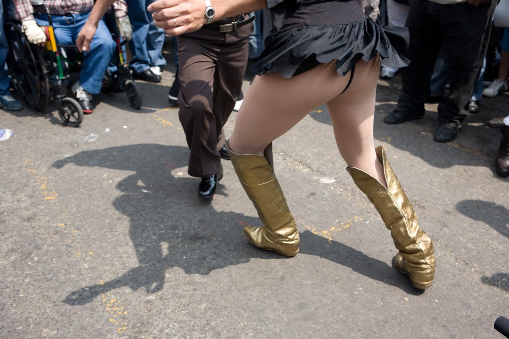 · Dance in the Tepito anniversary party. Tepito, Mexico D.F. October, 2009 One of the many gifs, photo by photo to be enjoyed. // · Baile en el aniversario de Tepito. Tepito, Mexico D.F. Octubre, 2009. Uno de los gifs que hacia, acá foto por foto para disfrutar de cada imagen.