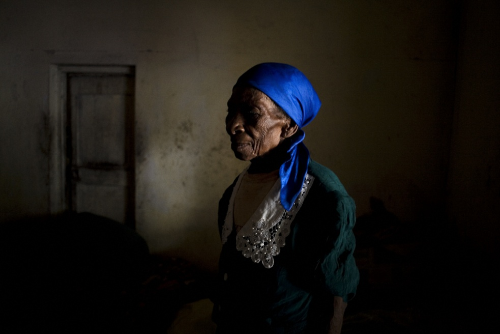 Art and Documentary Photography - Loading 01_elderly_azil.jpg