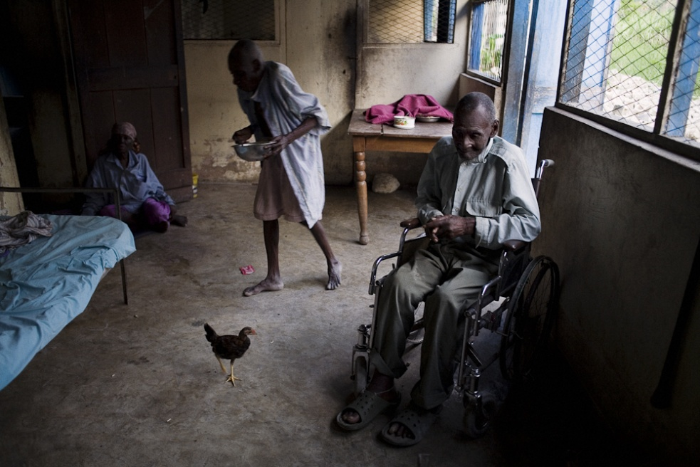 Art and Documentary Photography - Loading 10_elderly_azil.jpg