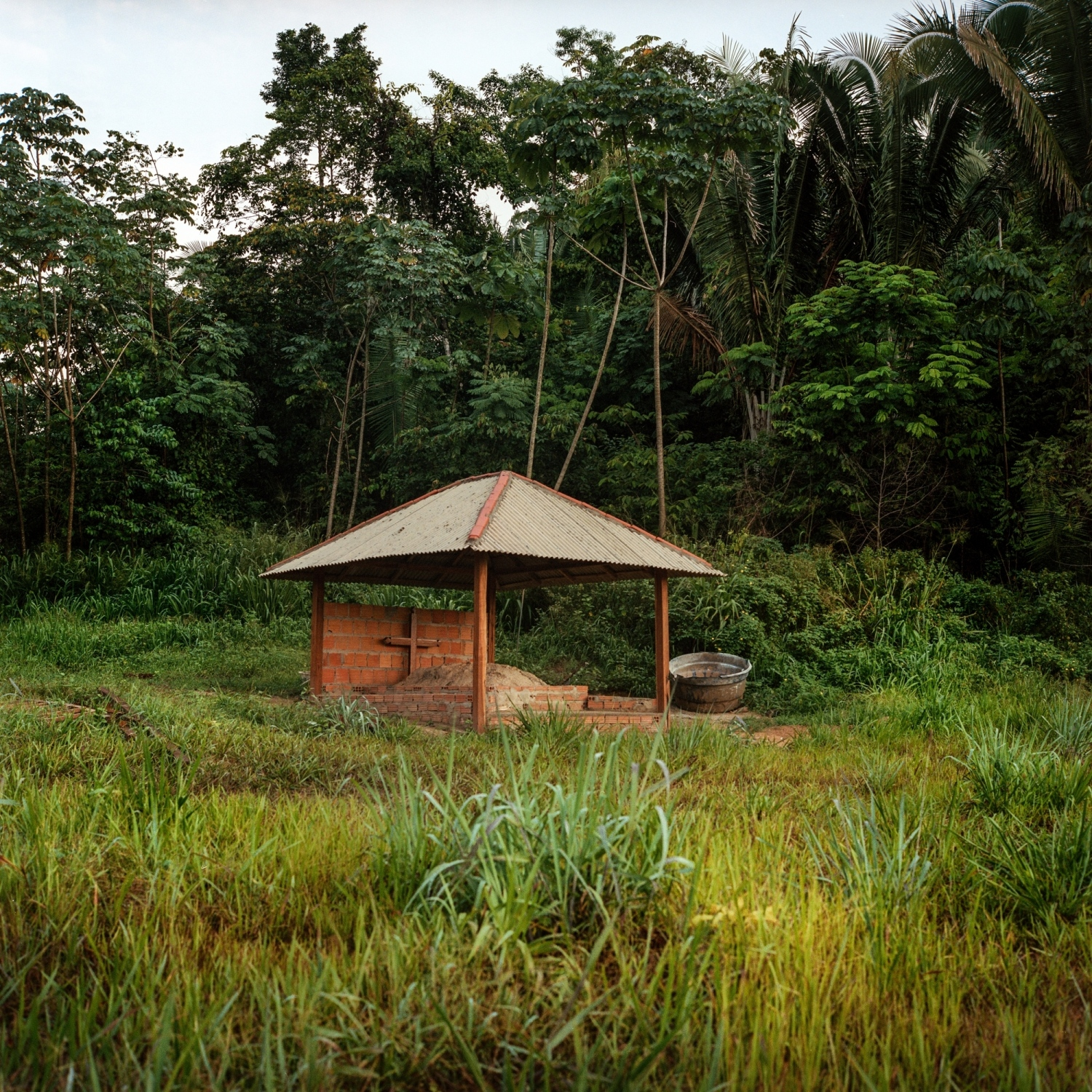 "The tomb of Jariel Juruna in the village of Mïratu. Jarliel drowned on October 26, 2016 at the age of 20, while diving for fish in water 25 meters deep with a faulty compressor provided by Norte Energia, the consortium responsible for the Belo Monte Dam. The Juruna blame Belo Monte for pushed all the fish into deeper waters, forcing fishermen to follow to provide for their families. Before the dam, fish were plentiful in the waterfalls and shallows of the river. The Juruna live on the islands and banks of the Volta Grange or Bing Bend of the Xingu River. They are known as ""proprietors of the river"" for their great ancestral knowledge of its flow, and for having migrated for centuries from the mouth of the Xingu to its headwaters. Mïratu, one of the villages in Paquiçamba indigenous territory, sits roughly 10 km below one of Belo Monte's reservoirs which has restricted the flow of water on the Volta Grange impacting their traditional fisheries."
