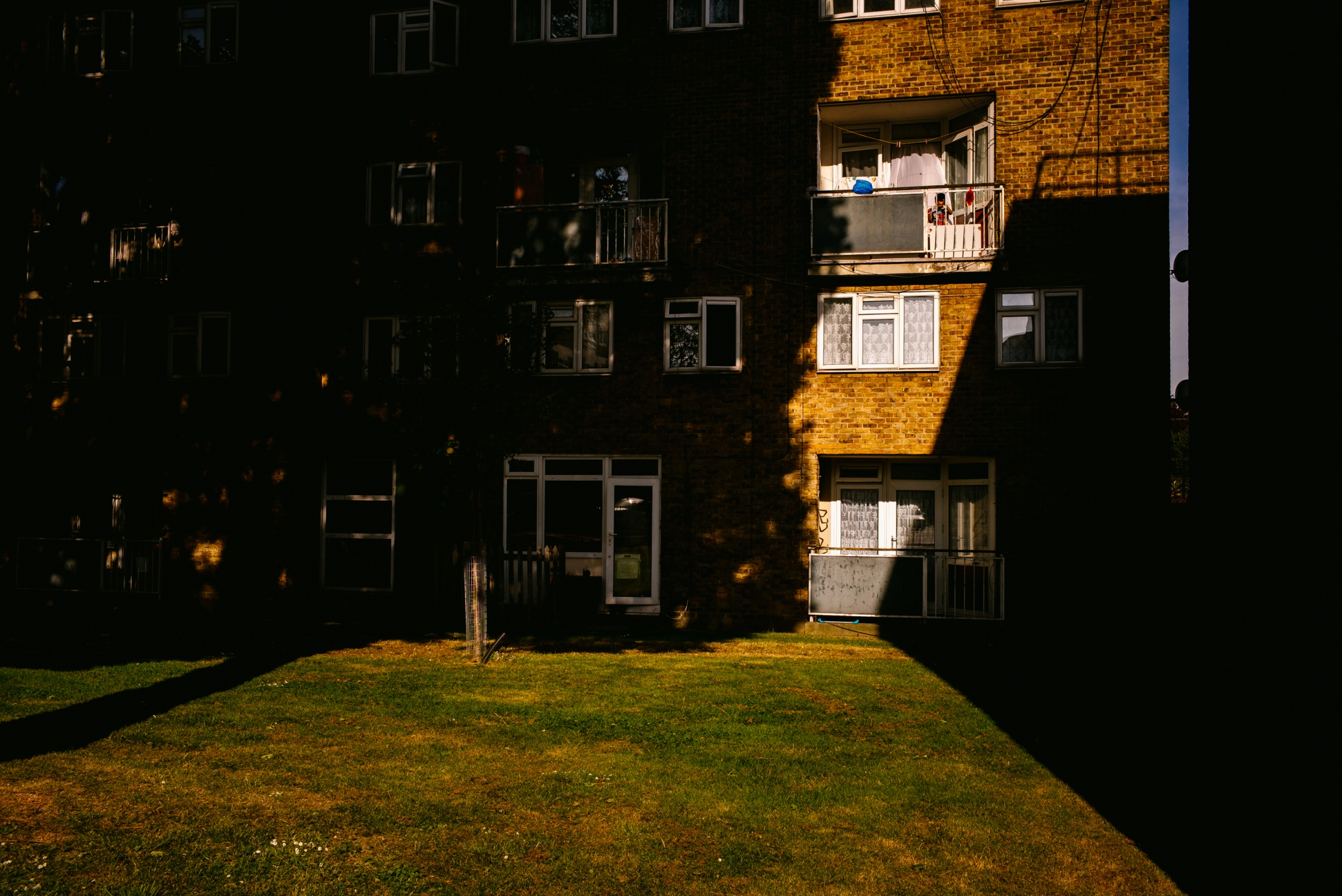 Art and Documentary Photography - Loading documenting_east_london025.jpg
