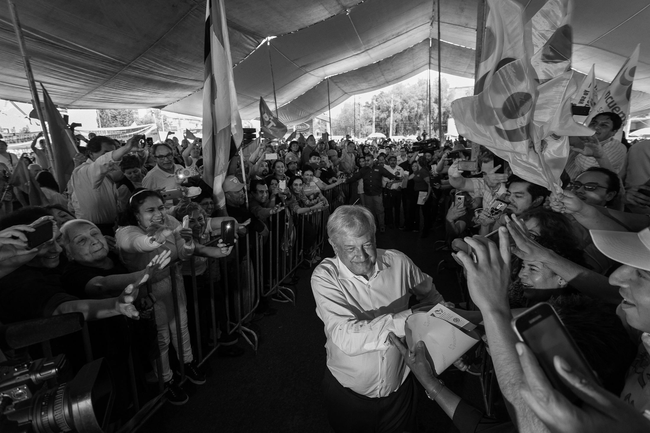 Art and Documentary Photography - Loading 08-13-amlo_180413-0495-w.jpg