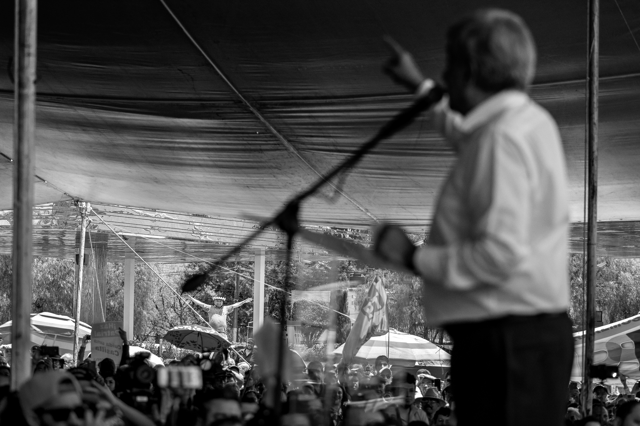 Art and Documentary Photography - Loading 13-18-amlo_180413-1287-w.jpg