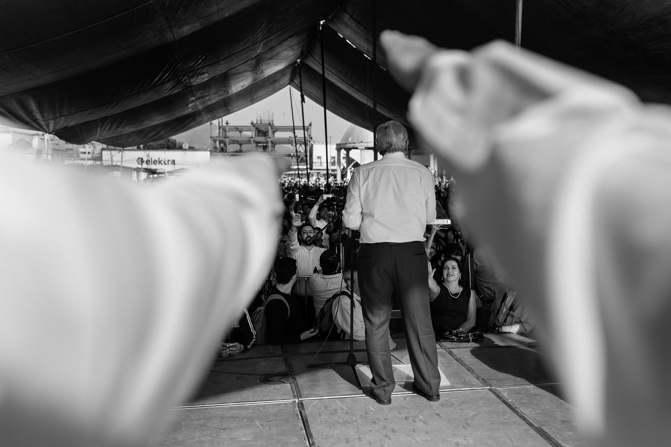 Art and Documentary Photography - Loading 15-20-amlo_180413-2318-r.jpg