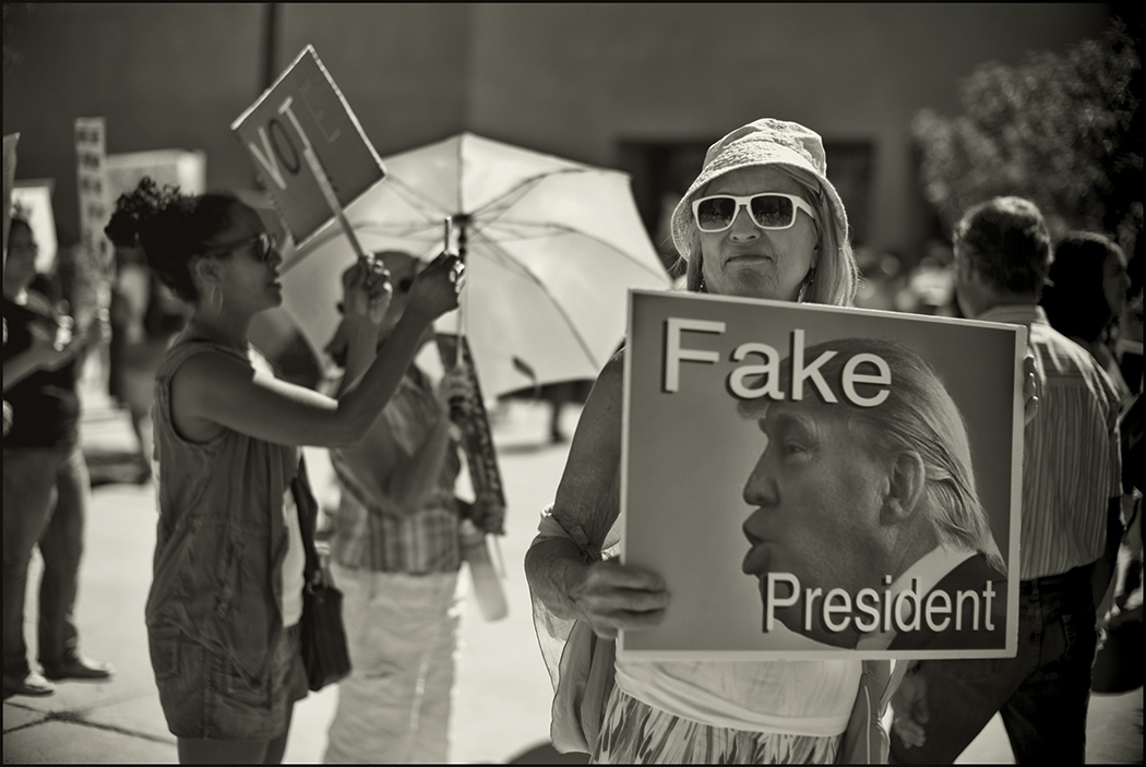 Art and Documentary Photography - Loading _Fake_president.PLTvF.jpg