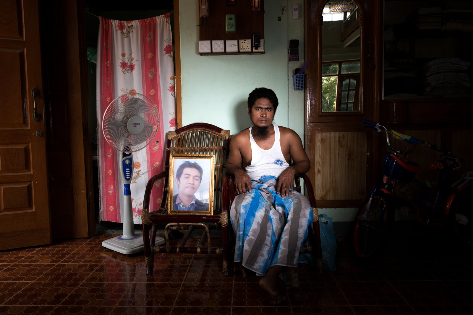 Brother of arbitrarily detained Myo Min Htun, 24, awaits his return. Myanmar military intelligence arrested Myo Min Htun, while he was traveling with his family to attend his cousin's wedding in Kunhein, Shan State on August 4, 2014. On January 12, 2015, the Taunggyi District Court sentenced him in a trial that failed to meet fair trial standards to 14 years' imprisonment with hard labor under sections 5(J) and 5(L) of the 1950 Emergency Provisions Act. In October 2016, the Myanmar government repealed the notoriously controversial 1950 Emergency Provisions Act, yet Myo Min Htun remains detained in Myaung Mya prison under the now defunct Act.