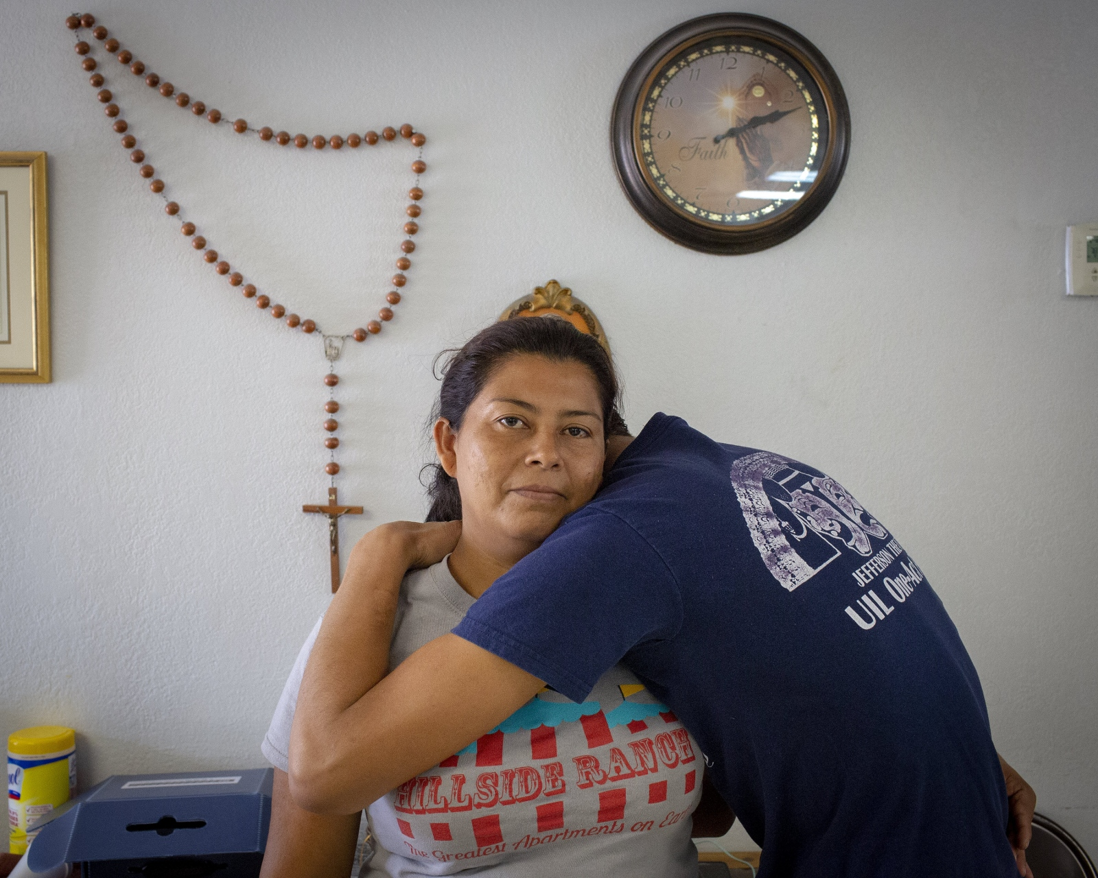 Photography image -  A woman from Central America holds her 16-year old son at a refugee center in McAllen TX. She told me that God told her to come to the United States. Nothing happened to her and her son. She believes that God was watching over them on their journey to the U.S. . (Kevin C Downs/Agence Cosmos)