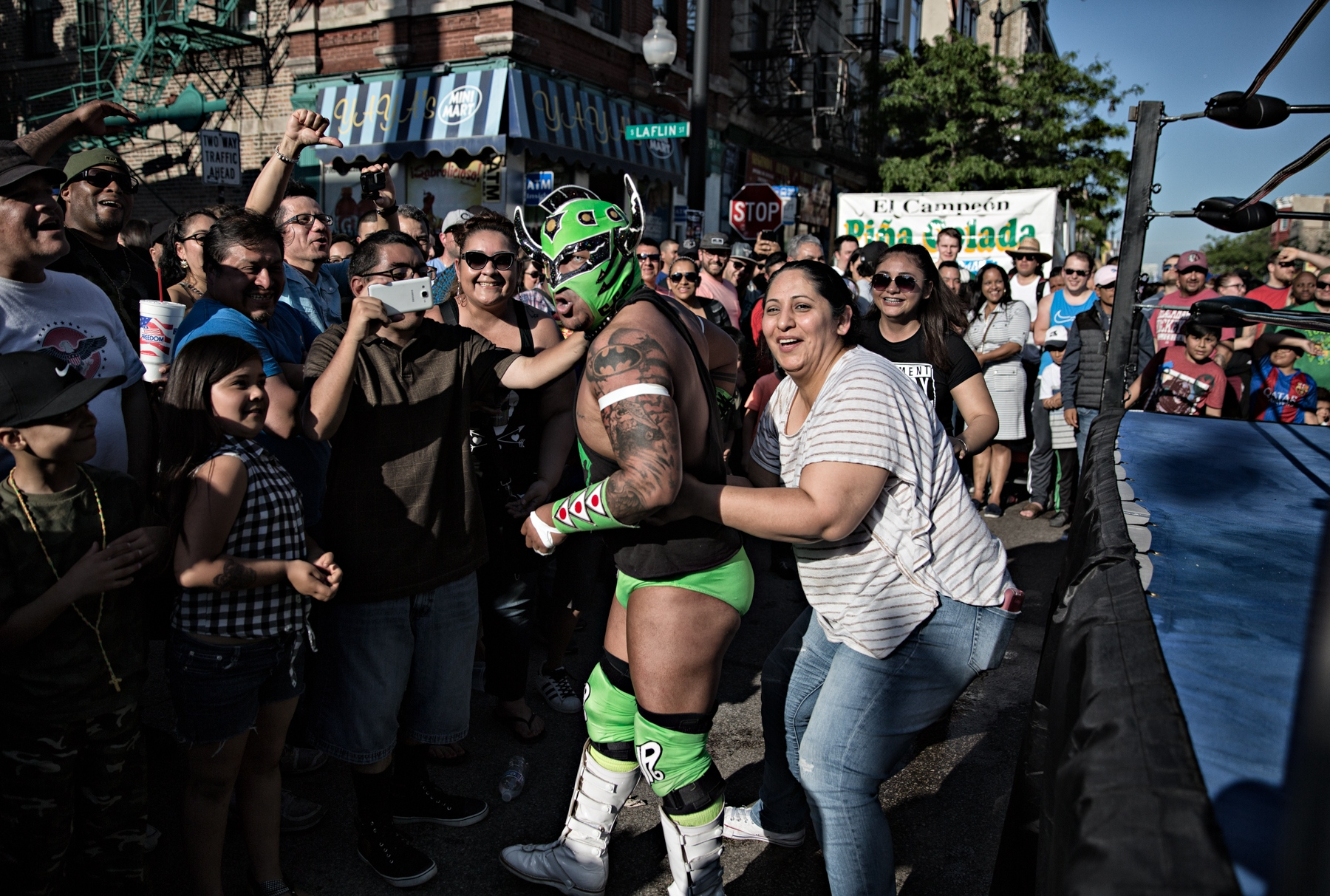 Rudos (the evil ones) often get into a verbal assault with the member of the public. Spectators are an integral part of the lucha libre and their participation, either rooting for their favorite luchador or insulting the luchador they disfavor is an expectation of the spectacle. Skayde Junior Autentico, says he likes to be a rudo because it allows him to freely taunt the spectators and his opponents during a match.