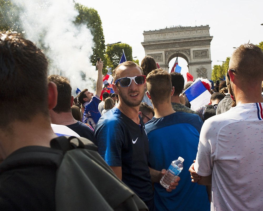 Fans await for the french team at the Champs Elysée avenue in Paris