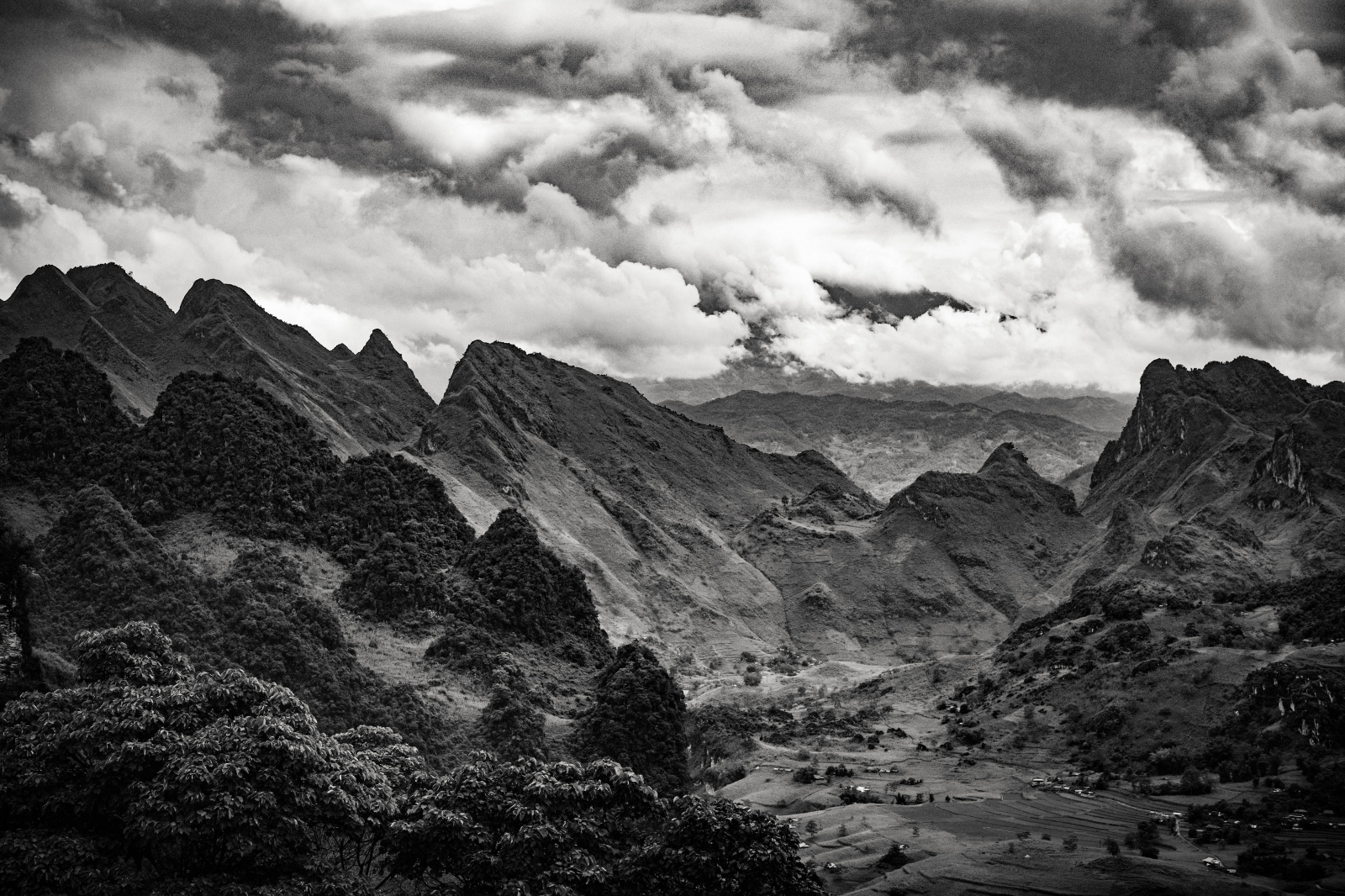 Photography image -  Mountain Pass nr Lung Ho, Vietnam