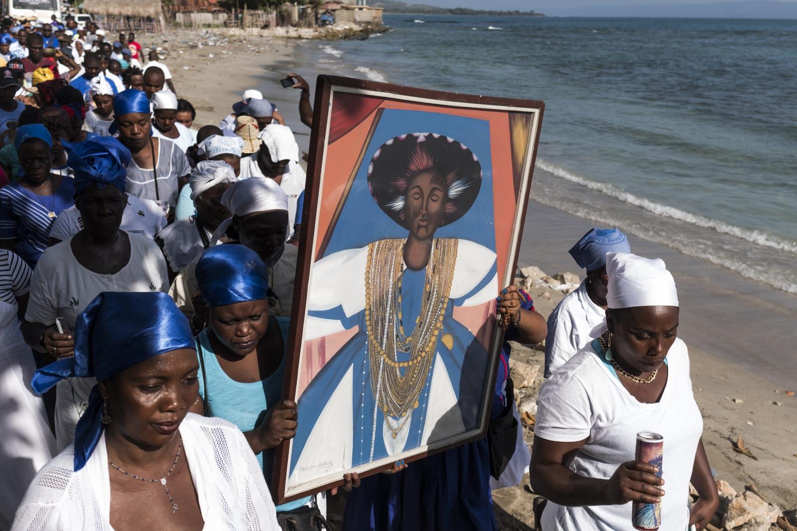 Photography image -   Procéssion lors de la fête de St-Anne Charitable « Grann Sentann » à Anse-à-Foleur, Haiti.
