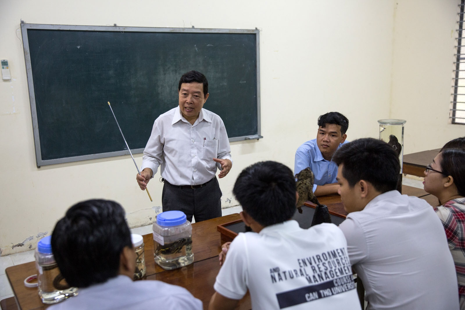 Dr Duong Van Ni explains to students at the College of Environment & Natural Resources Department of Can Tho University how his salinity test works. Several years ago, Dr Ni and his team created this simple test kit that would help farmers test the salinity of the water before irrigating their rice fields or shrimp farms. Due to the reduced flow of the Mekong Delta and increased sea level of the ocean due to Climate Change increased salinity is a growing problem in the delta.