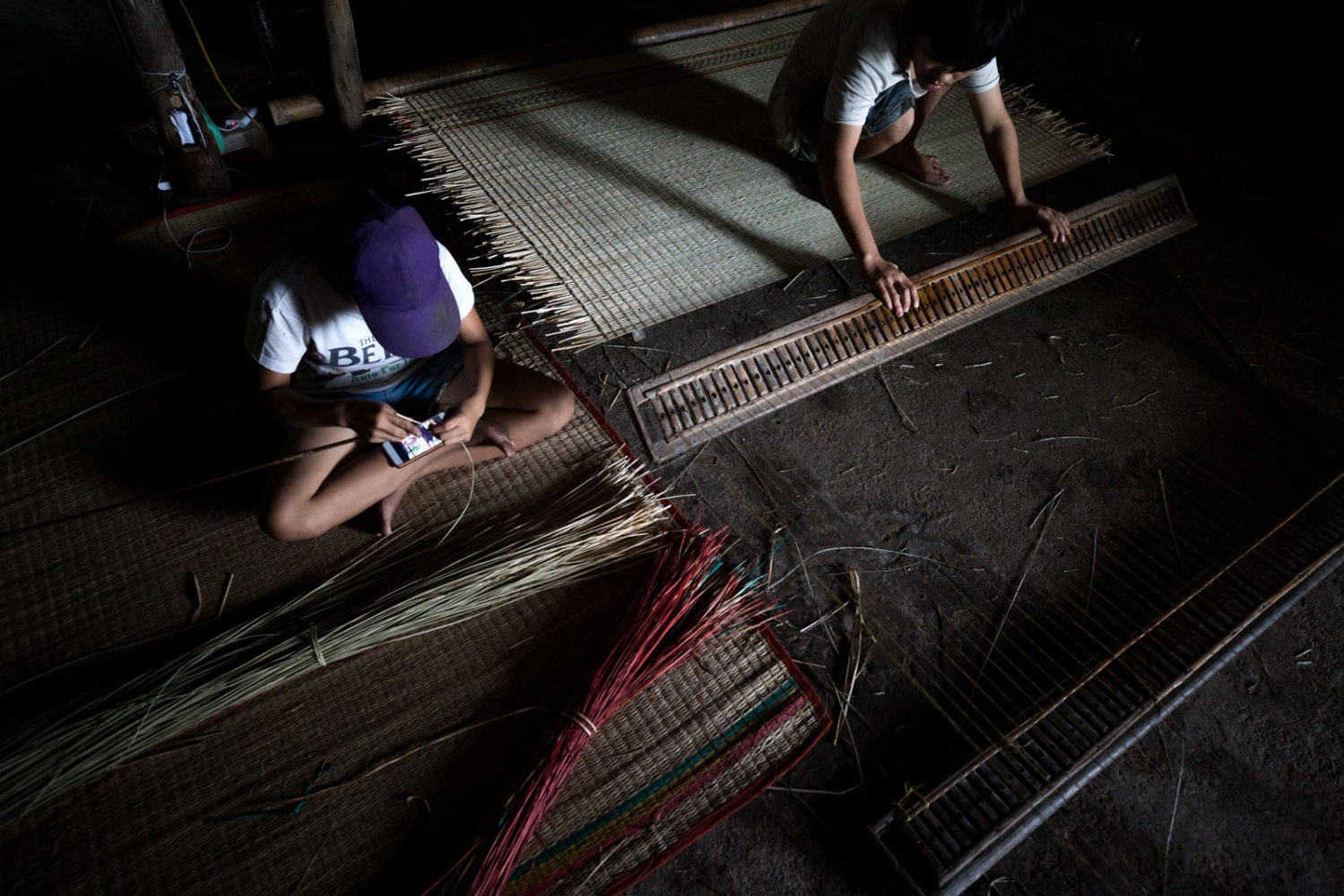 Inside the house of Nguyen Tuyet Khanh, her two children weave dried reeds in to mats. Reed weaving is a traditional skill passed by Vietnamese women from generation to generation. Dr Ni's strategy is to help farmers find solutions themselves, adapting to the changing environment using what they already know. He believes that the collaboration between researchers and farmers is vital to provide long-term solutions.
