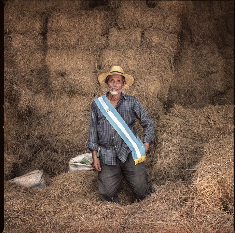 Art and Documentary Photography - Loading Paulino - Agricultor.JPG