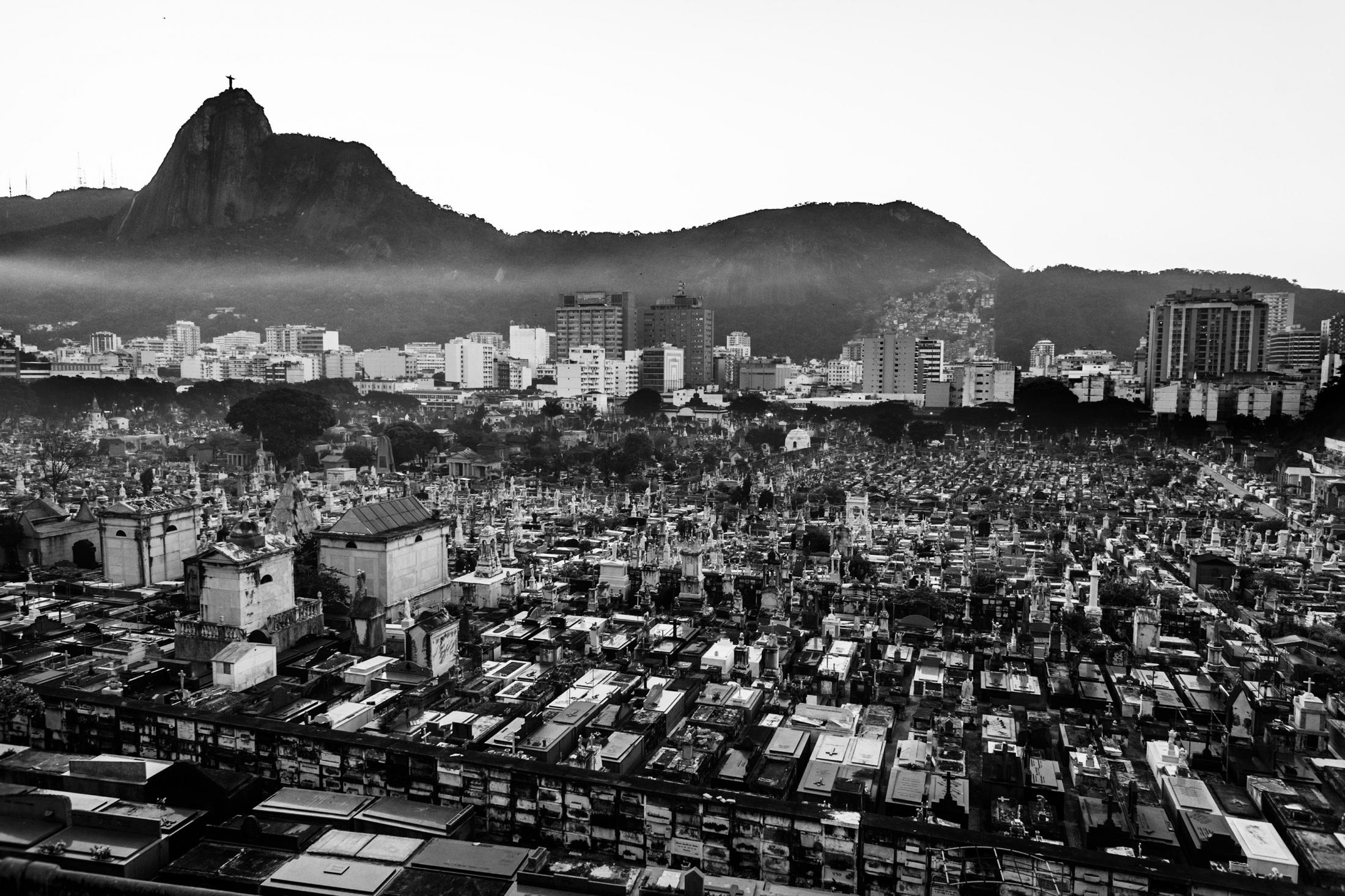 An overview of São João Batista cemetery in Botafogo. July 2008.