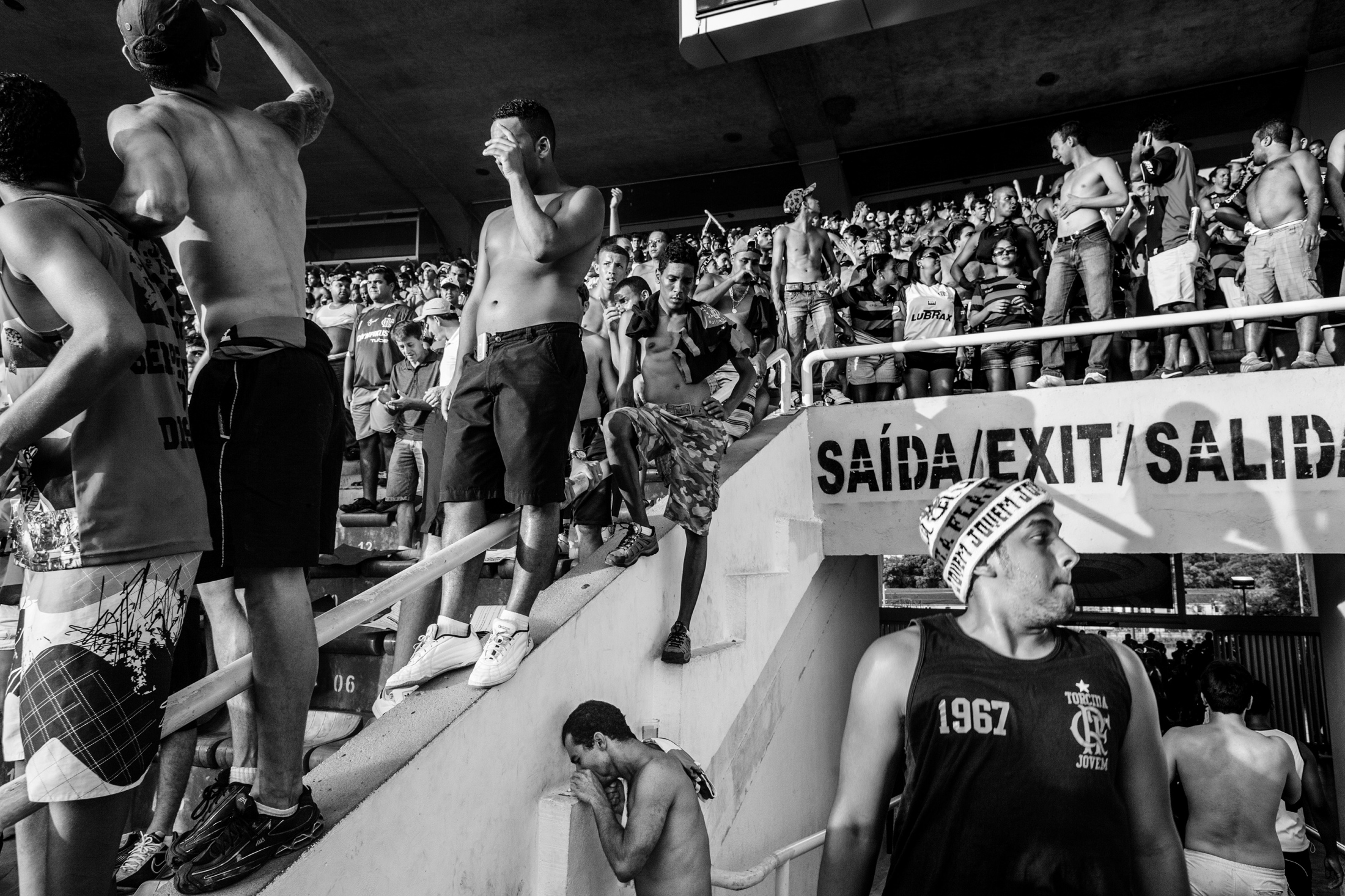 A man snorts cocaine beside the stands in the Maracanã stadium, during a soccer match between Flamengo and Goiás. November 2009.