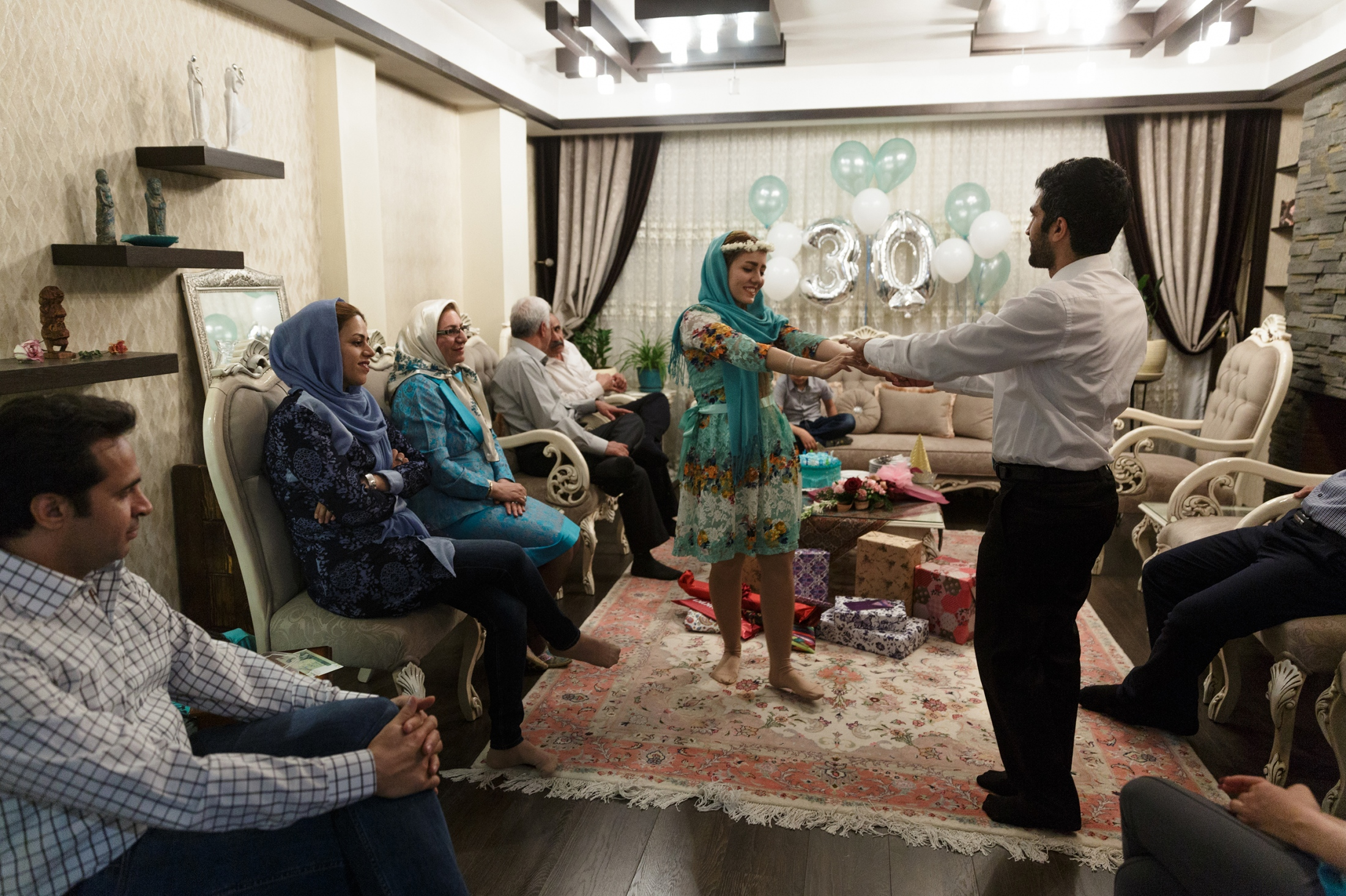 Hoda and Hamed met in 2011 during their studies and got married ve years later. They dance together on Hoda's 30th birthday in the family circle in their appartement in Tehran.