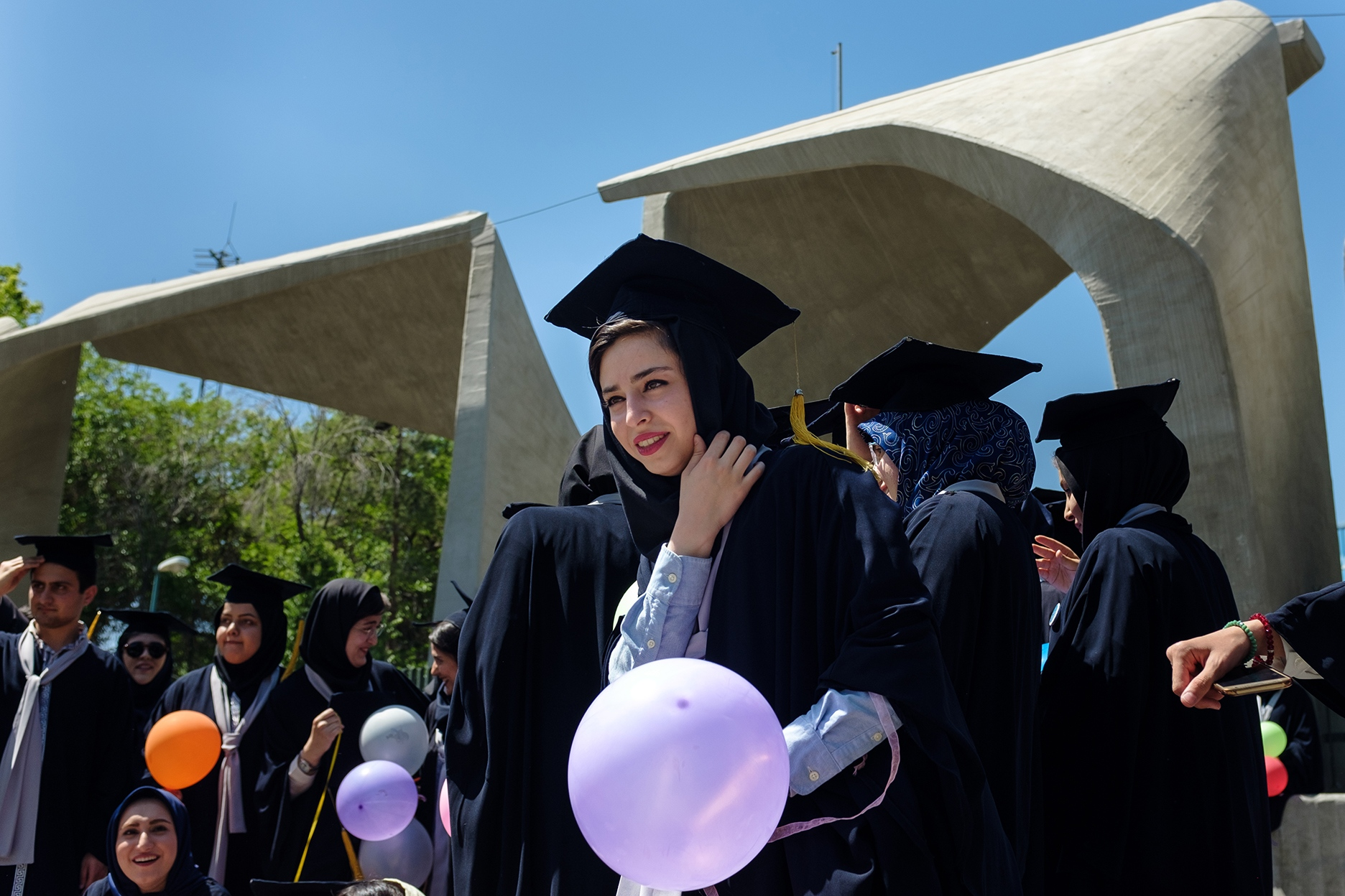 A graduate of the prestigious University of Tehran after her release ceremony. The talent outrage wounds the country, as like as the souls of the migrants and their relatives. Nevertheless, many graduates are applying for a degree abroad.
